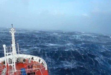 صورة سفينة في المحيط الهندي