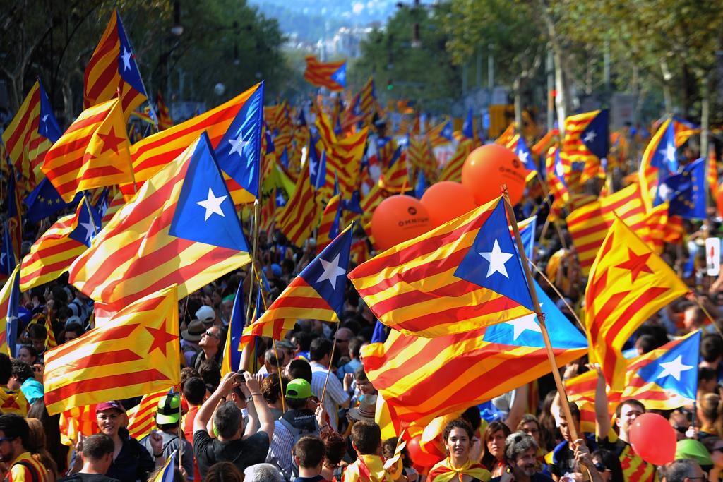 صورة رئيس كاتالونيا يرجئ اعلان الاستقلال