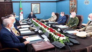 Photo de Le Président Tebboune préside une réunion du Haut Conseil de Sécurité consacrée à la pandémie du COVID-19