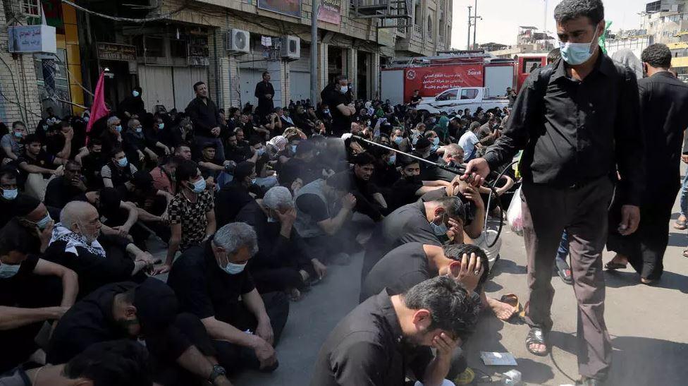 """صورة العراق: محتجون يضرمون النار في محطة تلفزيونية لبثها """"برنامجا ترفيهيا"""" في ذكرى عاشوراء"""