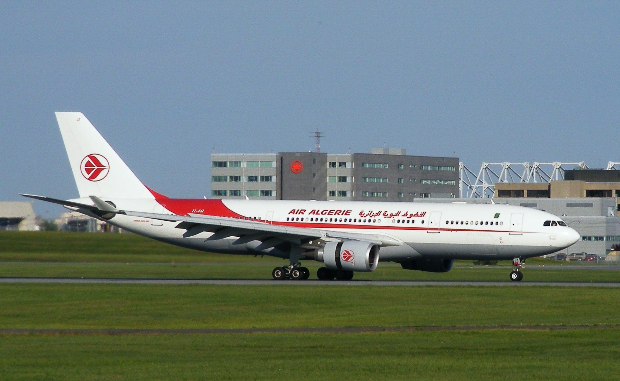 صورة رئيس الجمهورية يأمر بإعادة النظر في طريقة تسيير شركة الخطوط الجوية الجزائرية