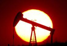 """صورة أسعار النفط تنخفض مع بحث """"أوبك+"""" سياسة الإنتاج في 2021"""