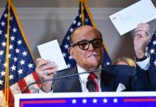 صورة تطالب بتعويض 1.3 مليار دولار.. دعوى تشهير ضد محامي ترامب