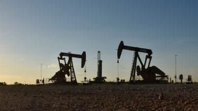 صورة أسعار النفط تصعد بدعم من آمال التحفيز الأمريكي وقلق بشأن الإمدادات