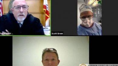 صورة من قلب غرف العمليات.. طبيب يجيب القاضي ويذهله