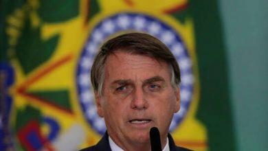 """صورة رئيس البرازيل لمواطنيه: توقفوا عن """"النحيب"""" بشأن كورونا"""
