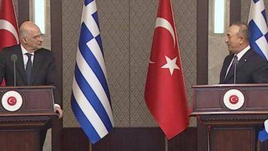 صورة فيديو.. شجار دبلوماسي بين وزيري خارجية تركيا واليونان