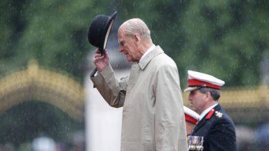 صورة وفاة الأمير فيليب زوج الملكة البريطانية إليزابيث الثانية عن عمر يناهز 100 عام