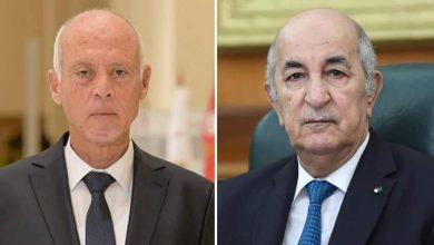 صورة رئيس الجمهورية السيد عبد المجيد تبون  يتلقى مكالمة هاتفية من أخيه السيد قيس سعيد رئيس الجمهورية التونسية