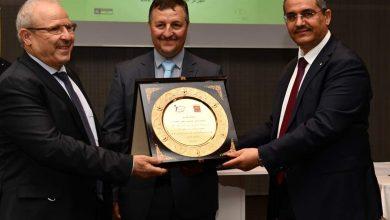 صورة منتدى الإستثمار و تطوير المؤسسات يُكرّم الرئيس المدير العام لمجمع سوناطراك السيّد توفيق حكّار