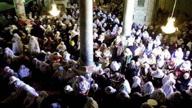 صورة 90 ألف فلسطيني يحيون ليلة القدر في الأقصى رغم العراقيل الإسرائيلية