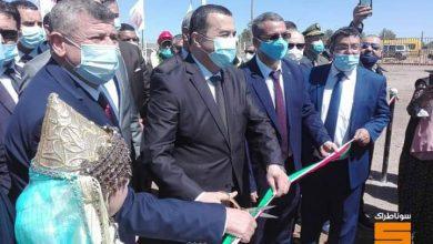 صورة الرئيس المدير العام لمجمع سوناطراك رفقة وزير الطاقة والمناجم في زيارة ميدانية إلى النعامة