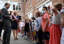 صورة طفل فرنسي يسأل ماكرون: هل أنت بخير بعد الصفعة؟