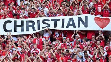 صورة في مشهد إنساني.. توقف مباراة الدنمارك وبلجيكا لمدة دقيقة دعما لإريكسن