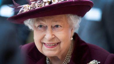 صورة إليزابيث الثانية تهنئ الأمير هاري وميغان ماركل بولادة ابنتهما