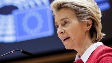 صورة رئيسة المفوضية الأوروبية تقترح تعديل مساعدات الهجرة لتركيا