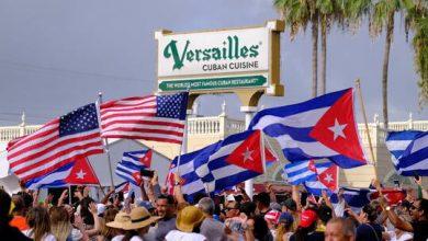 صورة عمدة ميامي يحث بايدن على دراسة إمكانية قصف كوبا