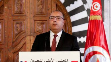صورة رئيس الوزراء التونسي يقيل وزير الصحة