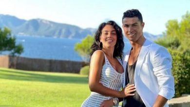صورة على غرار رونالدو وجورجينا.. ميسي ينشر صورة رومانسية مع زوجته