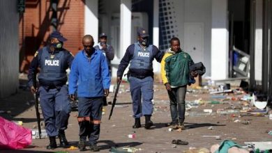 صورة رئيس جنوب إفريقيا يتعهد بإعادة الجيش للنظام في البلاد