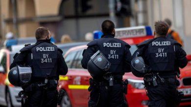 صورة الشرطة الألمانية تداهم منزلين ضمن التحقيق في هجوم فيينا