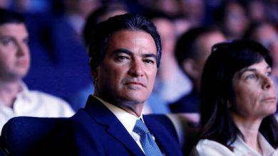 """صورة الرئيس السابق """"للموساد"""" يواجه اتهاما بمشاركة معلومات سرية مع مضيفة طير"""