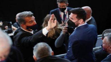 صورة رئيس برشلونة يزف خبرا سارا لجماهير فريقه بشأن ميسي