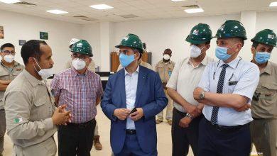 صورة الرئيس المدير العام السيّد توفيق حكّار يقوم رفقة وفد من الإطارات السامية للشركة بزيارة تفقدية للوحدات الإنتاجية بالجنوب الغربي
