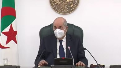 صورة السيد عبد المجيد تبون رئيس الجمهورية يترأس اجتماعا لأعضاء اللجنة العلمية لرصد ومتابعة تفشي فيروس كورونا