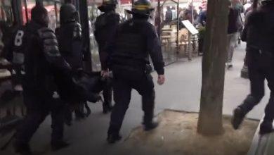 صورة باريس.. اشتباكات عنيفة بين الشرطة ومحتجين على قيود كورونا