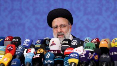 صورة الرئيس الإيراني الجديد يستقبل وفدا حوثيا برئاسة محمد عبد السلام