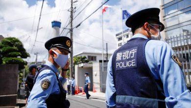 صورة إصابات جراء هجوم بسكين داخل قطار في طوكيو وهروب المنفذ