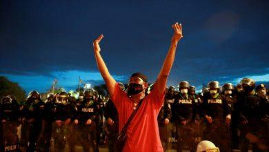 صورة احتجاجات في تايلاند للمطالبة باستقالة رئيس الوزراء بسبب كورونا