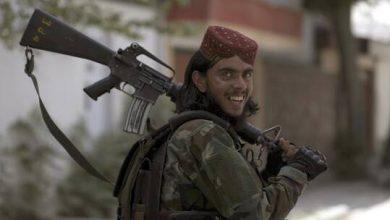 """صورة الولايات المتحدة تحاول عد الأسلحة الأمريكية التي وقعت في أيدي """"طالبان"""""""
