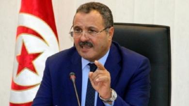 صورة وزير تونسي سابق يتوعد بمقاضاة صحيفة اتهمته بتهريب السلاح
