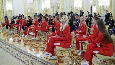 صورة تكريم الرياضيين الروس المتوجين بالميداليات الأولمبية وتوزيع سيارات كمكافأة