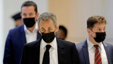 صورة الحكم على ساركوزي بالسجن في منزله لمدة عام واحد