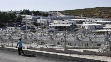صورة اليونان تفتتح مخيم مهاجرين جديدا بجزيرة ساموس لتقليل الكثافة