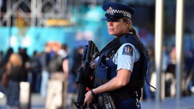 صورة شرطة نيوزيلندا تبحث عن رجل هرب من الحجر الصحي