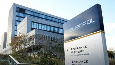 صورة الشرطة الأوروبية تنهي عملية احتيال إلكتروني واسعة أديرت من بلغاريا