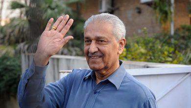 صورة حشود هائلة تودع مهندس البرنامج النووي الباكستاني عبد القدير خان