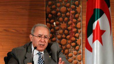 """صورة لعمامرة يتحدث عن ضرورة دبلوماسية """"يقظة واستباقية"""" ويتطرق إلى 4 محاور لسياسة الجزائر الخارجية"""