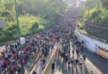 صورة المكسيك.. طوفان من المهاجرين يجرف حشود الشرطة ويزحف باتجاه الولايات المتحدة